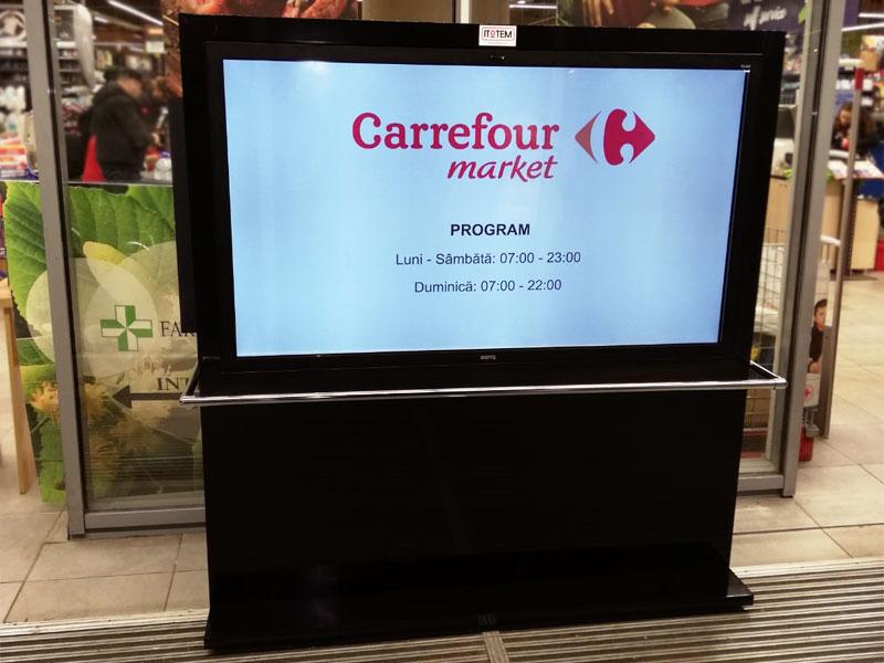 Totem digital signage amplasat într-un supermarket din Bucureşti