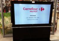 Totem digital signage amplasat la un supermarket