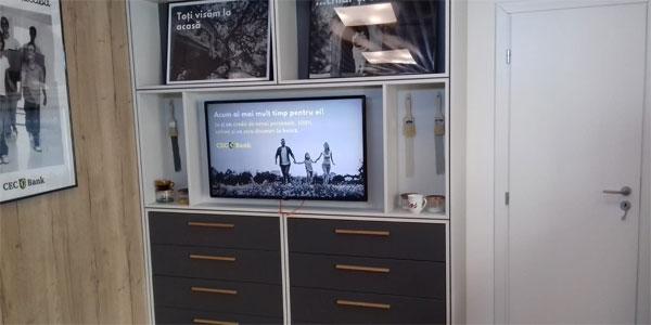 Ecrane digitale indoor pentru mediul bancar