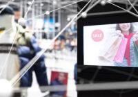 Ecrane digitale într-un magazin cu haine