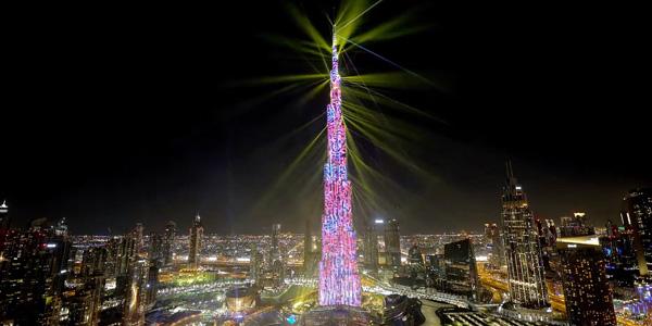 Burj Khalifa (Dubai): spectacol de lumini prin pixelii-hibrid